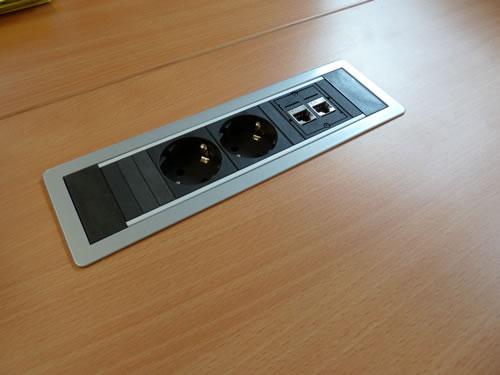 Steckerleiste für Stromanschluss und Netztwerk