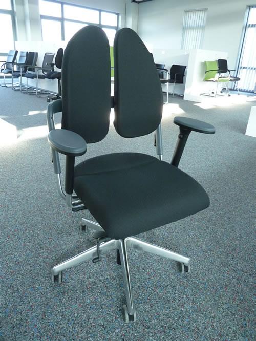 Bürostuhl Duo Back Xenium mit Beckenstütze und Schiebesitz zur besseren ergonomischen Unterstüzung des Rückens.