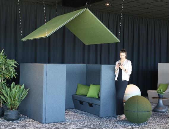 Akustik Dach für Arbeitsplätze und Loungebereich